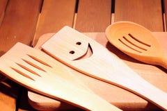 Τα αγροτικά εργαλεία κουζινών στον τρύγο ο ξύλινος πίνακας Στοκ Εικόνες