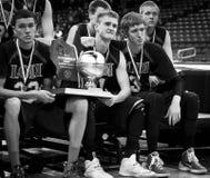 Τα αγόρια γυμνασίου δηλώνουν τα πρωταθλήματα καλαθοσφαίρισης Στοκ Φωτογραφία