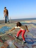 τα αγόρια σταθμεύουν το σαλάχι Στοκ Φωτογραφίες