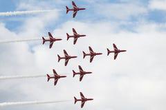 Τα αεριωθούμενα αεροπλάνα T1 γερακιών στον αέρα παρουσιάζουν Στοκ Φωτογραφίες