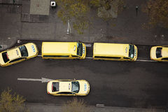 τα αμάξια μετακινούνται μ&epsilon Στοκ φωτογραφίες με δικαίωμα ελεύθερης χρήσης