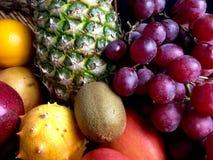 Τα ανάμεικτα φρούτα στο α στοκ φωτογραφίες