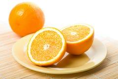 τα απομονωμένα πορτοκάλια καλύπτουν ώριμο κίτρινο Στοκ Εικόνα