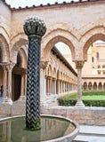 Τα Αραβικά σε Monreale Cloister& x27 κήπος του s Στοκ Φωτογραφίες