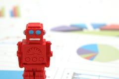 Τα αρρενωπά ρομπότ ή η τεχνητή νοημοσύνη και οι γραφικές παραστάσεις γράφονται τα έγγραφα σχετικά με το άσπρο υπόβαθρο Στοκ Εικόνες