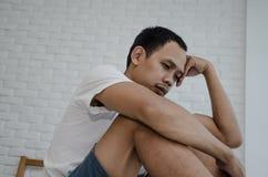 Τα ασιατικά άτομα δεν είναι άνετα με τον πόνο στοκ εικόνες με δικαίωμα ελεύθερης χρήσης