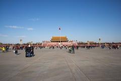 Τα ασιατικά κινέζικα, Πεκίνο, το Tian'anmen Rostrum, η εθνική σημαία Στοκ εικόνα με δικαίωμα ελεύθερης χρήσης