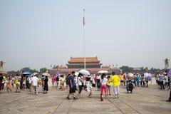 Τα ασιατικά κινέζικα, Πεκίνο, το Tian'anmen Rostrum, ο πόλος εθνικών σημαιών Στοκ φωτογραφία με δικαίωμα ελεύθερης χρήσης
