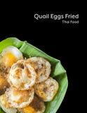 Τα αυγά ορτυκιών τηγάνισαν τα ταϊλανδικά τρόφιμα οδών που απομονώθηκαν Στοκ εικόνα με δικαίωμα ελεύθερης χρήσης