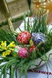 τα αυγά Πάσχας χρωμάτισαν π&al Στοκ Φωτογραφίες