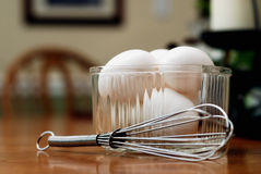 τα αυγά προγευμάτων χτυπ&omi στοκ εικόνες