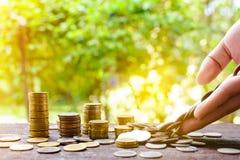 Τα αυξανόμενα ασημένια νομίσματα και η διάσωση του βήματος χρημάτων πετυχαίνουν Στοκ Φωτογραφίες