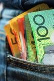 Τα αυστραλιανά μετρητά επανδρώνουν μέσα την τσέπη τζιν Στοκ φωτογραφία με δικαίωμα ελεύθερης χρήσης