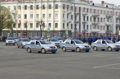 τα αυτοκίνητα αστυνομεύ&o Στοκ εικόνα με δικαίωμα ελεύθερης χρήσης