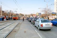 τα αυτοκίνητα ασφάλτου φράσσουν την άνευ ραφής διανυσματική ταπετσαρία κυκλοφορίας Στοκ φωτογραφίες με δικαίωμα ελεύθερης χρήσης