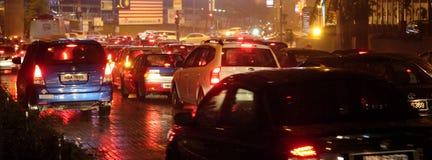 τα αυτοκίνητα ασφάλτου φράσσουν την άνευ ραφής διανυσματική ταπετσαρία κυκλοφορίας Στοκ Φωτογραφίες