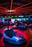 Τα αυτοκίνητα προφυλακτήρων που σταματούν περιμένουν τη διασκέδαση στοκ φωτογραφίες