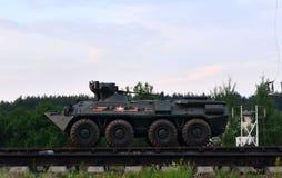 Τα αυτοκίνητα ραγών με των ρωσικών 300 στρατευμάτων και και ο στρατιωτικός εξοπλισμός 20 έφθασαν στο Μινσκ στοκ φωτογραφίες με δικαίωμα ελεύθερης χρήσης