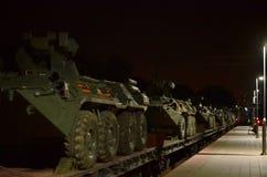 Τα αυτοκίνητα ραγών με των ρωσικών 300 στρατευμάτων και και ο στρατιωτικός εξοπλισμός 20 έφθασαν στο Μινσκ στοκ εικόνες με δικαίωμα ελεύθερης χρήσης