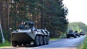 Τα αυτοκίνητα ραγών με των ρωσικών 300 στρατευμάτων και και ο στρατιωτικός εξοπλισμός 20 έφθασαν στο Μινσκ στοκ φωτογραφία