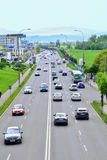 Τα αυτοκίνητα στο δρόμο με taffic Στοκ φωτογραφίες με δικαίωμα ελεύθερης χρήσης