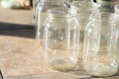 Τα βάζα για την κονσερβοποίηση είναι καθαρά κλείστε επάνω στοκ εικόνα με δικαίωμα ελεύθερης χρήσης