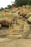 Τα βήματα λόφων του sittanavasal ναού σπηλιών σύνθετου Στοκ Φωτογραφία