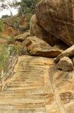 Τα βήματα λόφων του sittanavasal ναού σπηλιών σύνθετου στοκ εικόνες