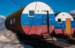 Τα βαρέλια Elbrus στην ηλιοφάνεια βραδιού Στοκ Εικόνα