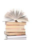 τα βιβλία ανασκόπησης απ&omicron Στοκ φωτογραφία με δικαίωμα ελεύθερης χρήσης