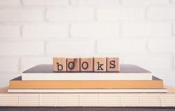 Τα βιβλία λέξης και το κενό διαστημικό υπόβαθρο Στοκ φωτογραφίες με δικαίωμα ελεύθερης χρήσης