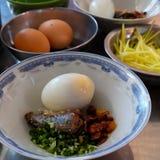 Τα βιετναμέζικα τρόφιμα οδών, banh μπορούν Στοκ Εικόνα