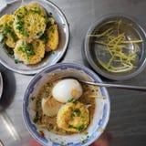 Τα βιετναμέζικα τρόφιμα οδών, banh μπορούν Στοκ Εικόνες