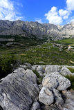 Τα βουνά επάνω από την πόλη Makarska Στοκ Εικόνα