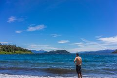 Τα βουνά και οι λίμνες SAN Carlos de Bariloche, Αργεντινή Στοκ Εικόνες