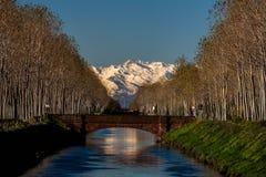 Τα βουνά και το κανάλι Στοκ Εικόνες