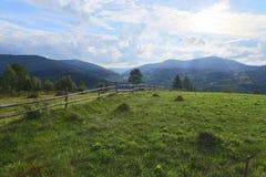 Τα βουνά, λάμπουν, ημέρα, vertex, πρωί, θαυμάσιο, ταξίδι, δρόμος, φράκτης Στοκ Φωτογραφίες