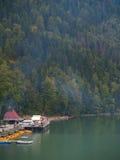 τα βουνά λιμνών τοποθετού& στοκ εικόνες