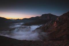 Τα βουνά στην ομίχλη Στοκ εικόνες με δικαίωμα ελεύθερης χρήσης