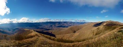 Τα βουνά στον ορίζοντα. Στοκ εικόνες με δικαίωμα ελεύθερης χρήσης