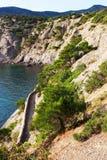 Τα βουνά της Κριμαίας Ίχνος Golitsyna, ακρωτήριο Kapchik, κάθοδος στο grotto στοκ εικόνα με δικαίωμα ελεύθερης χρήσης