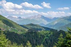 Τα βουνά Kackar με το χωριό στεγάζουν το τοπίο σε Rize, Τουρκία Στοκ εικόνα με δικαίωμα ελεύθερης χρήσης