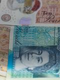 Τα βρετανικά bancknotes κλείνουν επάνω, συμπεριλαμβανομένων 5 λιβρών σημειώσεων, 10 λίβρες σημειώσεων, σημειώσεις 20 λιρών αγγλία Στοκ εικόνες με δικαίωμα ελεύθερης χρήσης