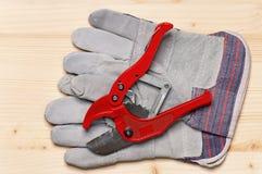 τα γάντια απομόνωσαν την άσπρη εργασία Στοκ Φωτογραφία