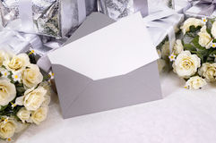 Τα γαμήλια δώρα με την πρόσκληση ή ευχαριστούν εσείς λαναρίζουν Στοκ εικόνες με δικαίωμα ελεύθερης χρήσης
