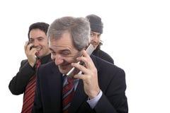 τα γελώντας άτομα τηλεφω& στοκ εικόνες