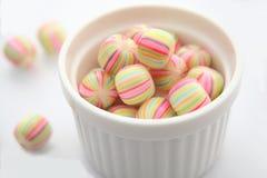 τα γενικά gummy γλυκά καρπού καραμελών καραμελών εμπορικών σημάτων ανασκόπησης χρησιμοποίησαν το λευκό Στοκ φωτογραφίες με δικαίωμα ελεύθερης χρήσης