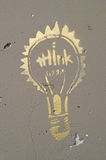 Τα γκράφιτι σκέφτονται τη λάμπα φωτός Στοκ Εικόνα