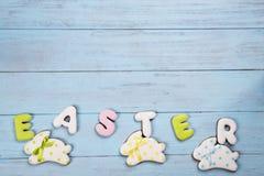 Τα γλυκά για γιορτάζουν Πάσχα Μελόψωμο στη μορφή του λαγουδάκι και της επιστολής Πάσχα Πάσχας Στοκ εικόνα με δικαίωμα ελεύθερης χρήσης