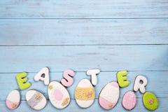 Τα γλυκά για γιορτάζουν Πάσχα Μελόψωμο στη μορφή των αυγών Πάσχας και της επιστολής Πάσχα Στοκ φωτογραφία με δικαίωμα ελεύθερης χρήσης